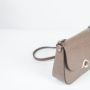 pochette-con-tracolla-taupe-in-pelle-made-in-italy-linda-by-linda-04